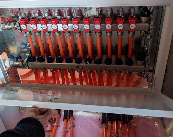 robineti sectorizare, conectori 17x3/4, curbe ghidaj incalzire in pardoseala pret
