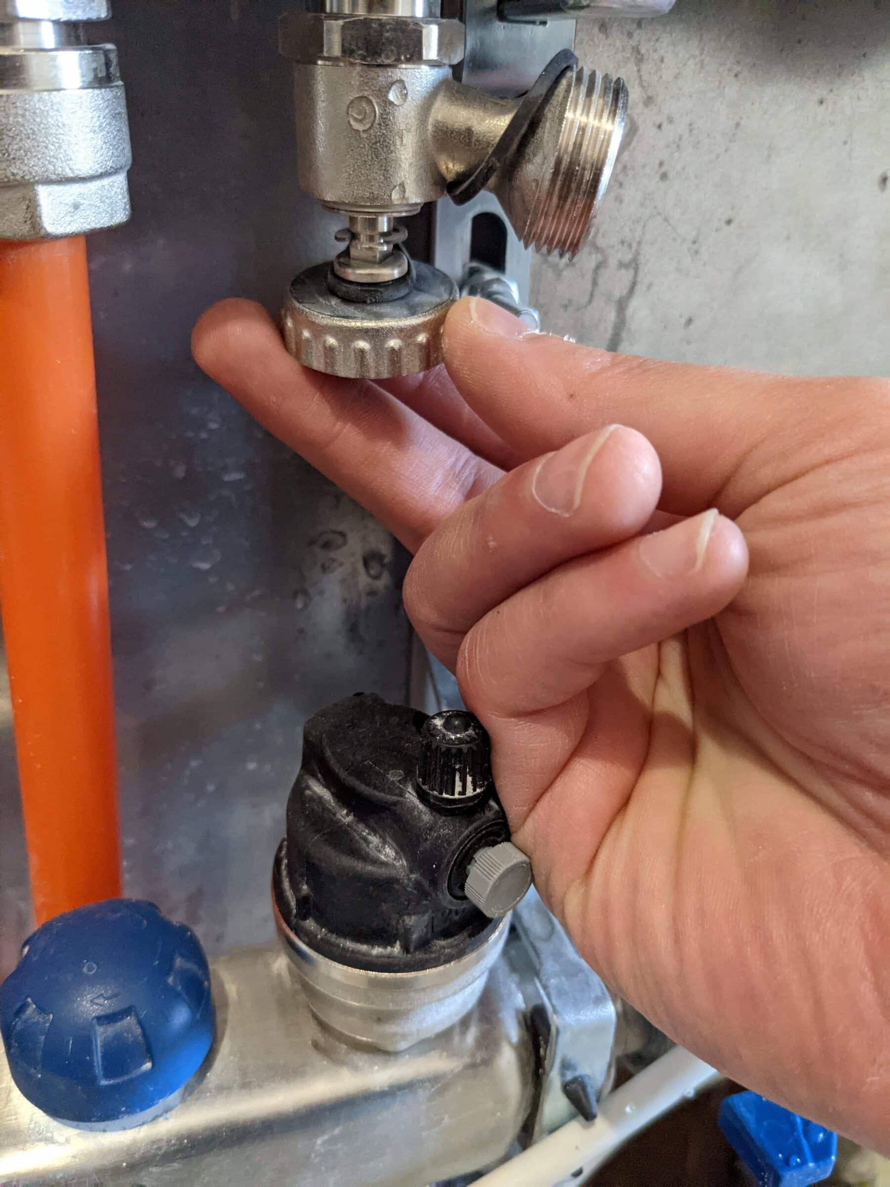 Aerisire incalzire in pardoseala - robinet umplere golire rozeta